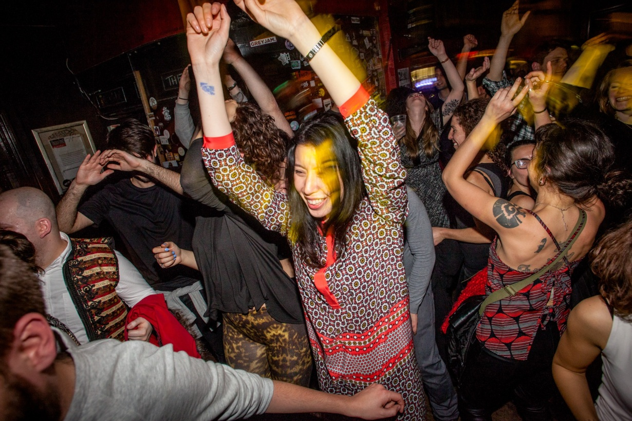 Crowd of people dancing at the Hootananny Brixton. By Ivan Gonzalez.
